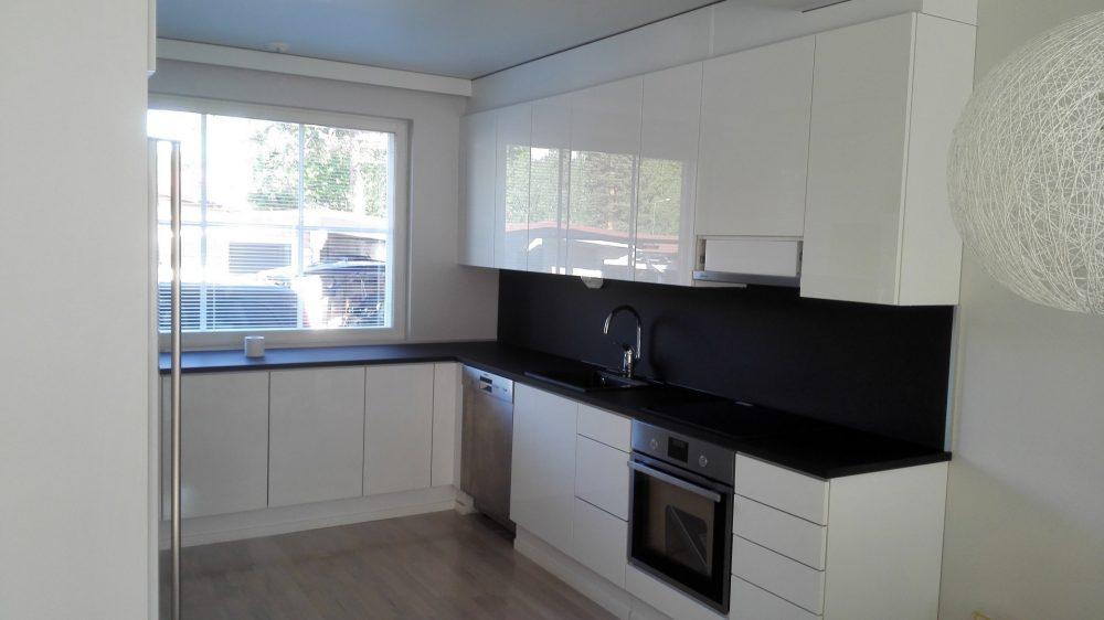 Ovien vaihto  keittiön oviremontti  Designkaluste Finland Oy