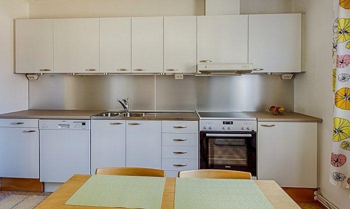 Maalatut mdf-ovet, aluiinilevy välitilassa ja uudet laminaattitasot